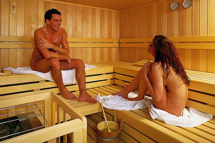 Видео голых из бани всё